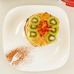 Pancakes de vainilla y fruta