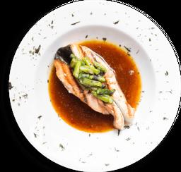 Salmón Wok + Sushi