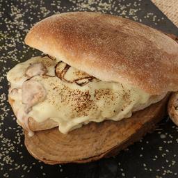 Sándwich pollo y champiñón