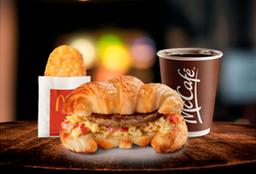 Combo Croissant con Huevo y Salchicha con Hash Brown™
