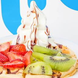 Waffle con helado de vainilla y fruta