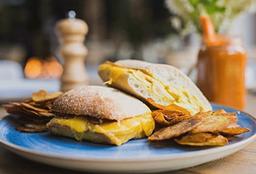 Sándwich de Pollo, Manzana y Queso Holandés