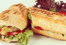 Sándwich de Pollo Criollo al Pesto