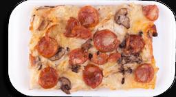 Pizza por porción de Chorizo, Queso y Champiñones