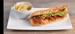 Sándwich con Cerdo Desmechado  BBQ y Cebollas Caramelizadas