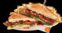 🥪 Bacon Lettuce & Tomato Sándwich