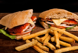 Chicken Sándwich + Papas
