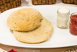Bagel con Queso Crema y Mermelada