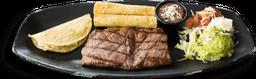 Steak con Quesadillas y Flautas