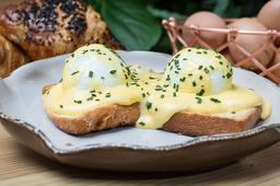 Huevos con Salsa de Queso🍳🧀