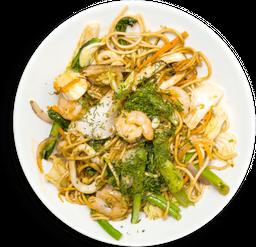 Noodles al Wok con Calamar y Camarón