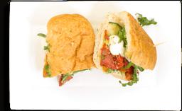 Sándwich de Salami y Queso Brie