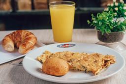 Omelet de Pollo + Producto de queso + Bebida