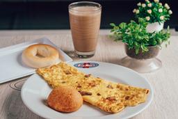 Omelete Tropical + Producto de queso + Bebida