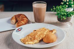 Omelet Jamon y Queso + Producto de queso + Bebida