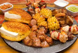 Picada con Arepas Choclas y Leche asada