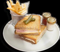 Sándwich de Jamón y Tres Quesos🧀🧀🧀