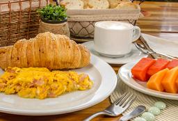 Desayuno Continental(Huevos+Fruta+Croissant+Bebida)