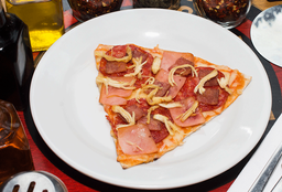 Pizza 4 Carnes + Gaseosa 300 ml