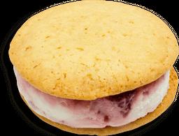Sándwich de helado de yogur frutos rojos
