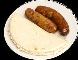 Chorizo con Arepa con Queso