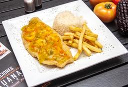Filete de pescado en salsa de camarones