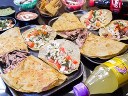 2 Quesadillas + 4 Tacos + Botonas + 2 Gasesosa + 2 Postre