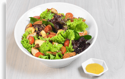 🥗 Ensalada con Pollo Empanizado y Tocineta 🥓