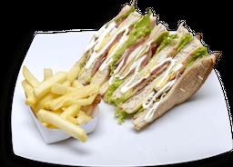 Ckub sandwich + papas a la francesa