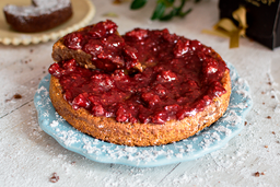 Torta Melcochuda con Frutos Rojos