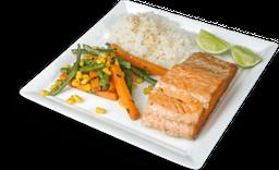 Salmón a la Plancha + Arroz de Ajonjolí + Ensalada Fresca