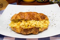 🥐Croissant Relleno de Huevo Perico