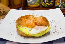 🥣Croissant con Huevo Frito