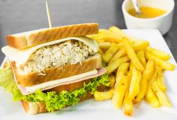 Sándwich Mixto con Papas a la Francesa