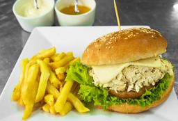 Sándwich de Pollo con Papas a la Francesa