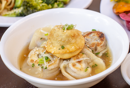 Dumplings en sopa de cebolla