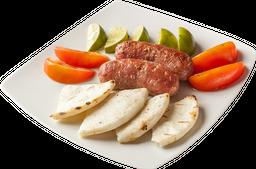 Chorizos con Patacones o Arepas