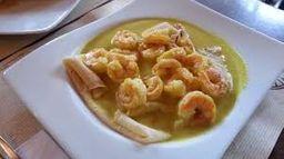 Crepe Camarones al Curry con Espinaca