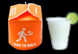 Wok to walk  vegetales + limonada de coco