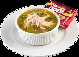 Taza de Sopa de Vegetales con Pollo