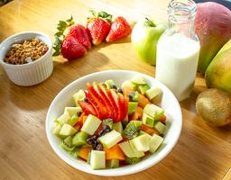 Ensalada de frutas con granola
