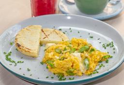 Huevos Revueltos con queso Brie y espárragos