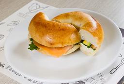 Sándwich Bagel Salmón