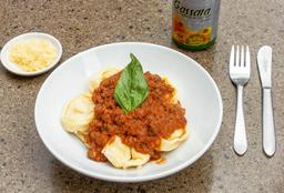 Agnoloti de ricotta y jamón con salsa napolitana