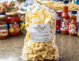 Pasta Farfelle casera hecha a mano