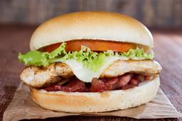 Sándwich Pollo Parrilla con Tocineta