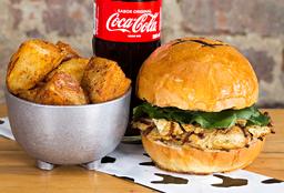 Grill chicken sandwich en combo con Coca Cola