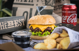 Combo Cheese Burger con Coca-Cola