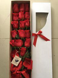 Caja de 16 rosas