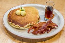 🥞Pancakes o Waffles con Mantequilla, Tocineta y Maple